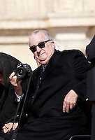 Il del Belgio Alberto II alla messa di Pasqua celebrata da Papa Francesco in Piazza San Pietro, Citta' del Vaticano, 27 marzo 2016.<br /> Belgium's King Albert II holds a camera prior to the start of the Easter Mass celebrated by Pope Francis in St. Peter's Square, Vatican, 27 March 2016.<br /> UPDATE IMAGES PRESS/Isabella Bonotto<br /> <br /> STRICTLY ONLY FOR EDITORIAL USE<br /> <br /> *** ITALY AND GERMANY OUT ***