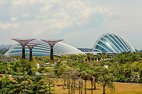 Two climate-controlled conservatories and the 'supertrees' in the Singapore Gardens by the Bay. The Las Vegas Sands Corporation agreed to build this park, in the southern part of the bay, as part of the deal to get the license for the Marina Bay Sands resort hotel and casino.