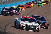 #18: Kyle Busch, Joe Gibbs Racing, Toyota Camry Sport Clips, #14: Clint Bowyer, Stewart-Haas Racing, Ford Mustang Mobil 1 / HAAS CNC