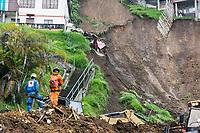 MANIZALES - COLOMBIA -19-04-2017: Aspectos de los deslizamientos producidos por las fuertes lluvias que dejan hasta el momento 17 muertos y 22 desaparecidos. Fueron 80 viviendas y cerca de 500 familias de 16 barrios de la ciudad en los sectores de Aranjuez, Persia y Gonzales entre otros. / Aspects of the landslides made by the heavy rains that left, until now, 17 dead and 22 missing. Were 80 houses and near of 500 families from 16 neighborhoods of the city inthe  sectors of Aranjuez, Persian and Gonzalez among others.  Photo: VizzorImage / Kevin Toro / CONT