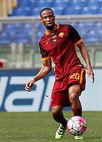 Calcio, Serie A: Lazio vs Roma. Roma, stadio Olimpico, 3 aprile 2016.<br /> Roma's Seydou Keita in action during the Italian Serie A football match between Lazio and Roma at Rome's Olympic stadium, 3 April 2016.<br /> UPDATE IMAGES PRESS/Riccardo De Luca