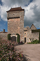 Europe/Europe/France/Midi-Pyrénées/46/Lot/Loubressac: Maison du village et porte du Château