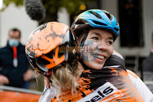 Amy Pieters (NED) congratulates team mate World Champion Anna Van der Breggen (NED) Boels Dolmans Cyclingteam after she wins La Fleche Wallonne Femmes 2020, running 124km from Huy to Mur de Huy, Belgium. 30th September 2020.<br /> Picture: ASO/Thomas Maheux | Cyclefile<br /> All photos usage must carry mandatory copyright credit (© Cyclefile | ASO/Thomas Maheux)