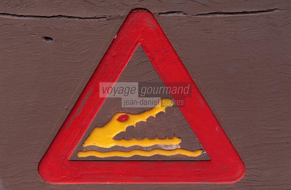 """Océanie/Australie/Queensland/Env. de Mossman: Panneau prévenant du danger des crocodiles à la """"Daintree River"""""""