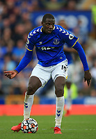 25th September 2021; Goodison Park, Liverpool, England; Premier League football, Everton versus Norwich; Abdoulaye Doucoure of Everton looks up before passing the ball