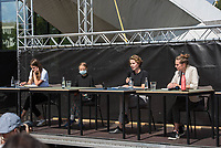 Pressekonferenz nach einem Treffen der Fridays for future-Aktivistinnen Greta Thunberg aus Schweden und Luisa Neubauer aus Deutschland mit Bundeskanzlerin Angela Merkel am Donnerstag den 20. August 2020.<br /> Im Bild: 1.vl. Luisa Neubauer, (Deutschland)<br /> 2.vl. Greta Thunberg, (Schweden)<br /> 2.vr. Anuna de Wever, (Belgien)<br /> 1.vr. Adelaide Charlier (Belgien)<br /> Rechts aussen Moderation: Louis Motaal (Deutschland).<br /> 20.8.2020, Berlin<br /> Copyright: Christian-Ditsch.de<br /> NUR FUER REDAKTIONELLE ZWECKE! Werbung nur auf Anfrage beim Fotografen. [Inhaltsveraendernde Manipulation des Fotos nur nach ausdruecklicher Genehmigung des Fotografen. Vereinbarungen ueber Abtretung von Persoenlichkeitsrechten/Model Release der abgebildeten Person/Personen liegen nicht vor. NO MODEL RELEASE! Don't publish without copyright Christian-Ditsch.de, Veroeffentlichung nur mit Fotografennennung, sowie gegen Honorar, MwSt. und Beleg. Konto: I N G - D i B a, IBAN DE58500105175400192269, BIC INGDDEFFXXX, Kontakt: post@christian-ditsch.de<br /> Bei der Bearbeitung der Dateiinformationen darf die Urheberkennzeichnung in den EXIF- und  IPTC-Daten nicht entfernt werden, diese sind in digitalen Medien nach §95c UrhG rechtlich geschuetzt. Der Urhebervermerk wird gemaess §13 UrhG verlangt.]