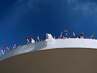 """BRASÍLIA, DF 23 DE MARÇO 2013 - CASAMENTO COMUNITÁRIO DE 80 CASAIS EM BRASÍLIA. Museu Nacional da República em Brasília no Distrito Federal, o """"PROJETO ALMA GÊMEA"""" da secretaria de estado de justiça e direitos humanos e cidadania onde 80 casais oficiarizaram o seu casamento neste sábado 23 de março..FOTO RONALDO BRANDÃO/BRAZIL PHOTO PRESS"""