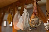 Europe/France/Midi-Pyrénées/65/Hautes-Pyrénées/Vignec:Jambon de porc noir de Bigorre au  restaurant L'Authentique Vignecois