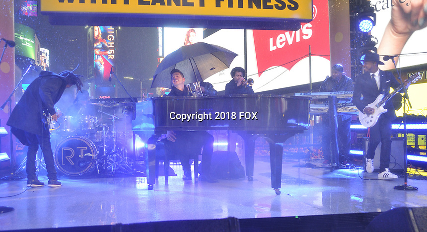 """NEW YORK - DECEMBER 31: Robin Thicke rehearses for """"FOX'S New Years Eve with Steve Harvey: Live From Times Square"""" on December 31, 2018 in New York City. (Photo by Stephen Smith/Fox/PictureGroup)"""