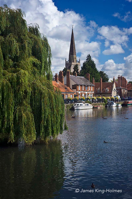 The River Thames at Abingdon-on-Thames, Oxfordshire, UK. The spire of St Helen's Church can be seen behind the Anchor Inn on the river front and the Burford Bridge at Abingdon can be seen in the distance.