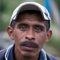 24 noviembre 2014. <br /> Carlos Cu Coc 41 años de Santa Maria Julhá, Cobán, Guatemala es un líder comunal y  vecino contra el proyecto de construcción de una hidroeléctrica de la empresa Renace construida por el grupo Cobra.<br /> La llegada de algunas compañías extranjeras a América Latina ha provocado abusos a los derechos de las poblaciones indígenas y represión a su defensa del medio ambiente. En Santa Cruz de Barillas, Guatemala, el proyecto de la hidroeléctrica española Ecoener ha desatado crímenes, violentos disturbios, la declaración del estado de sitio por parte del ejército y la encarcelación de una decena de activistas contrarios a los planes de la empresa. Un grupo de indígenas mayas, en su mayoría mujeres, mantiene cortado un camino y ha instalado un campamento de resistencia para que las máquinas de la empresa no puedan entrar a trabajar. La persecución ha provocado además que algunos ecologistas, con órdenes de busca y captura, hayan tenido que esconderse durante meses en la selva guatemalteca.<br /> <br /> En Cobán, también en Guatemala, la hidroeléctrica Renace se ha instalado con amenazas a la población y falsas promesas de desarrollo para la zona. Como en Santa Cruz de Barillas, el proyecto ha dividido y provocado enfrentamientos entre la población. La empresa ha cortado el acceso al río para miles de personas y no ha respetado la estrecha relación de los indígenas mayas con la naturaleza. ©Calamar2/ Pedro ARMESTRE<br /> <br /> The arrival of some foreign companies to Latin America has provoked abuses of the rights of indigenous peoples and repression of their defense of the environment. In Santa Cruz de Barillas, Guatemala, the project of the Spanish hydroelectric Ecoener has caused murders, violent riots, the declaration of a state of siege by the army and the imprisonment of a dozen activists opposed to the project . <br /> A group of Mayan Indians, mostly women, has cut a path and has installed a resistance camp to prevent the enter of the co