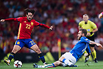 Daniele De Rossi (R) of Italy fights for the ball with Isco (L) of Spain during their 2018 FIFA World Cup Russia Final Qualification Round 1 Group G match between Spain and Italy on 02 September 2017, at Santiago Bernabeu Stadium, in Madrid, Spain. Photo by Diego Gonzalez / Power Sport Images