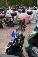 Motorräder und Schutzhelme  in Sanya auf der Insel Hainan, China<br /> motorbikes and helmets in Sanya, Hainan island, China