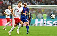 KAZAN - RUSIA, 24-06-2018: Lukasz PISZCZEK (Izq) jugador de Polonia disputa el balón con James RODRIGUEZ (Der) jugador de Colombia durante partido de la primera fase, Grupo H, por la Copa Mundial de la FIFA Rusia 2018 jugado en el estadio Kazan Arena en Kazán, Rusia. /  Lukasz PISZCZEK (L) player of Polonia fights the ball with James RODRIGUEZ (R) player of Colombia during match of the first phase, Group H, for the FIFA World Cup Russia 2018 played at Kazan Arena stadium in Kazan, Russia. Photo: VizzorImage / Julian Medina / Cont