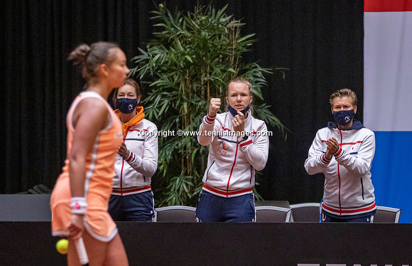 Den Bosch, The Netherlands, April 16, 2021,    Maaspoort, Billy Jean King Cup  Netherlands -  China , seccond day first match: Lesley Pattinama-Kerkhove (NED) is supported by her teammembers in the middle Kiki Bertens who was not able to play becouse of an injury, richt Demi Schuurs<br /> Photo: Tennisimages/Henk Koster
