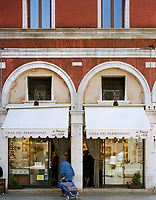 Casa del Parmigiano was founded by the Aliani family back in 1936. The lively delicatessen is just two minutes walk from the Rialto bridge and is beloved by tourists and locals alike for its fresh ham and tangy Parmigiano cheeses.