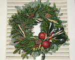 """Christmas wreath Colonial Williamsburg Virginia, Colonial Williamsburg Virginia is historic district 1699 to 1780 which made colonial Virgnia's Capital, for most of the 18th century Williamsburg was the center of government education and culture in Colony of Virginia, George Washington, Thomas Jefferson, Patrick Henry, James Monroe, James Madison, George Wythe, Peyton Randolph, and others molded democracy in the Commonwealth of Virginia and the United States, Motto of Colonial Williamsburg is """"The furture may learn from the past,"""" Colonial Williamsburg Virginia,Colonial Williamsburg Virginia, American Revolution Virginia Colony, James River, York River, Middle Plantation, Jamestown, Yorktown, 1607, Native American, Powhatan Confederacy, House of Burgesses, William and Mary,"""