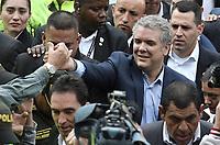 BOGOTA - COLOMBIA, 27-05-2018: Ivan Duque, candidato presidencial por le partido Centro Democrático, ejerce su derecho al voto durante la jornada electoral hoy, 27 de mayo de 2018. Las elecciones presidenciales de Colombia de 2018 se celebrarán el domingo 27 de mayo de 2018. El candidato ganador gobernará por un periodo máximo de 4 años fijado entre el 7 de agosto de 2018 y el 7 de agosto de 2022. / Ivan Duque, presidential candidate for the Centro Democratico party, vote during election day today, May 27, 2018. Colombia's 2018 presidential election will be held on Sunday, May 27, 2018. The winning candidate will govern for a maximum period of 4 years fixed between August 7, 2018 and August 7, 2022.. Photo: VizzorImage / Gabriel Aponte / Staff