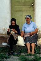 Bulgarien, Balkan, Zupfen von Wolle