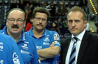 Handball Frauen / Damen  / women 1. Bundesliga - DHB - HC Leipzig : Frankfurter HC - im Bild: v.l.n.r. Jochen Holz (Co-Trainer), Peter Holzke (Torwart Trainer) und Manager Kay-Sven Hähner. Porträt . Foto: Norman Rembarz .