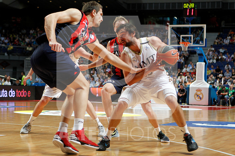 Real Madrid´s Velickovic and Caja Laboral´s Mirza Teletovic during La Liga ACB Playoffs match Madrid 2012/May/24..(ALTERPHOTOS/ARNEDO)