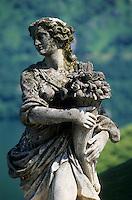 Europe/Italie/Lac de Come/Lombardie/Lenno : Villa Del Balbianello (XVI° et XVIII°) - Détail statue dans les jardins