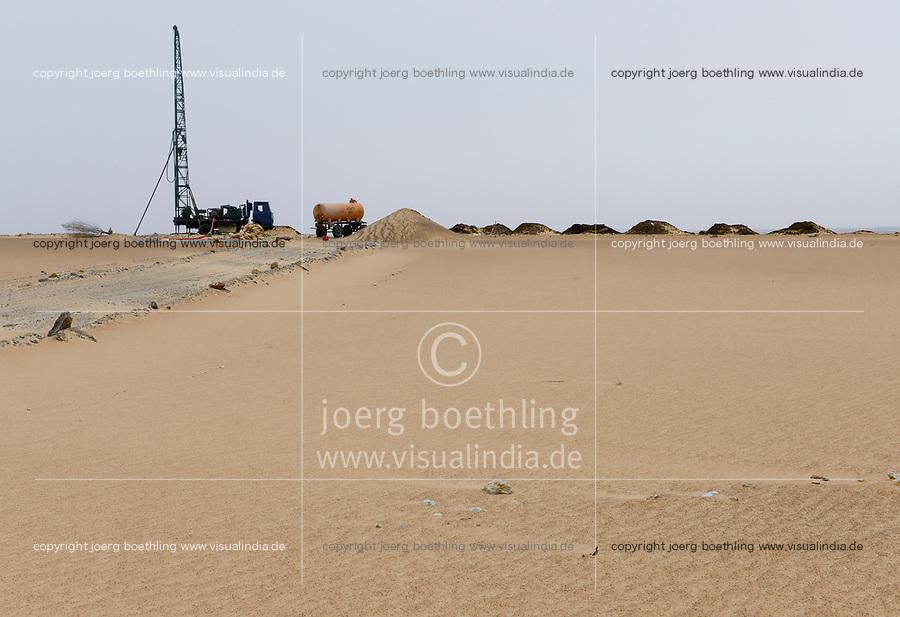 EGYPT, Bahariyya Oasis, Sekem organic farm, Project greening the desert , well drilling for groundwater irrigation / AEGYPTEN, Oase Bahariya, Sekem Biofarm, Landwirtschaft in der Wueste, Bohrung eines Grundwasser Brunnens