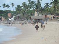 Ipojuca (PE),  17/04/2021 - Clima-Pernambuco - Movimentação na praia de Maracaípe no município de Ipojuca. É uma extensão do litoral de Porto de Galinhas. É muito procurada por surfistas, sediando importantes campeonatos de surf e longboard.