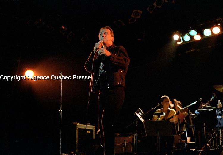 Claude Dubois<br /> en spectacle, le 9 septembre 1983<br /> , au Theatre MOlson<br /> <br /> <br /> <br /> PHOTO : Agence Quebec Presse