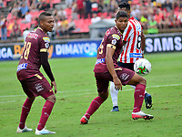 IBAGUE-COLOMBIA, 23-02-2020: Luis Miranda, Jorge Ramos de Deportes Tolima y Fredy Hisnstroza de Atletico Junior disputan el balon durante partido entre Deportes Tolima y Atletico Junior, de la fecha 6 por la Liga BetPlay DIMAYOR I 2020, jugado en el estadio Manuel Murillo Toro de la ciudad de Ibague. / Luis Miranda, Jorge Ramos of  Deportes Tolima and Fredy Hisnstroza of Atletico Junior vie for the ball during a match between Deportes Tolima and Atletico Junior of the 6th date for the Liga BetPlay DIMAYOR I 2020, played at Manuel Murillo Toro stadium in Ibague city. / Photo: VizzorImage / Juan Carlos Escobar / Cont.