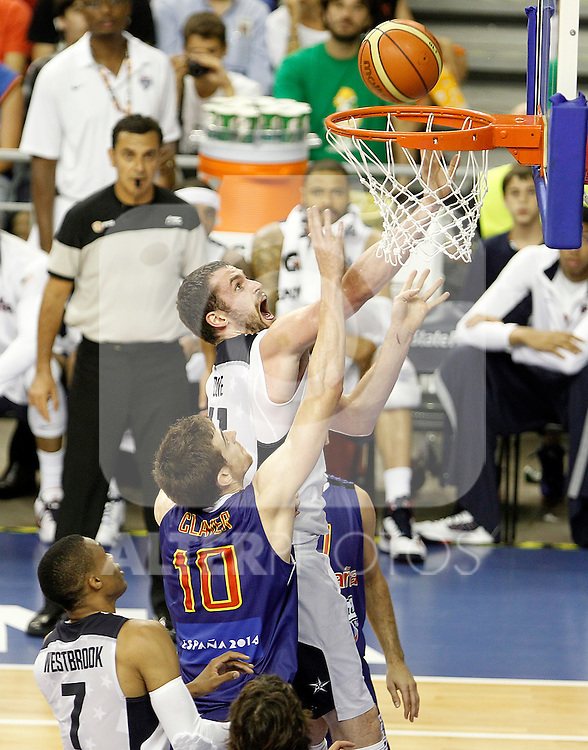 Spain's Victor Claver (c) and USA's Kevin Love (t) during friendly match.July 24,2012. (ALTERPHOTOS/Acero)