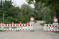 Wegen Hochwasser gesperrtes Gebiet an der Natorampe Biebesheim - Suedhessen 15.07.2021: Hochwasser am Rhein des sueshessischen Ried