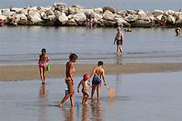 - bathing people in beach..- bagnanti in spiaggia...