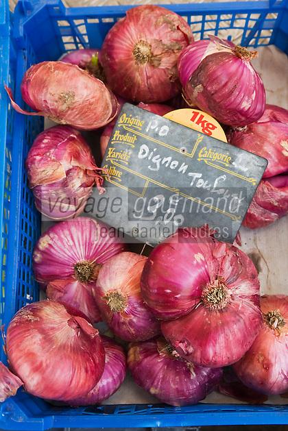 Europe/France/Languedoc-Roussillon/66/Pyrénées-Orientales/Perpignan: Sur le marché détail oignons rouges de Toulouges