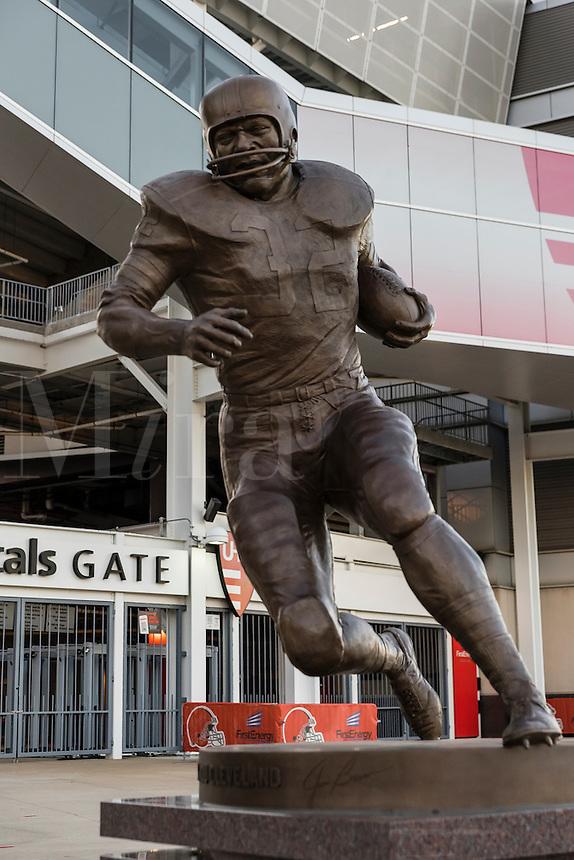 Memorial sculpture of running back Jim Brown at FirstEnergy Stadium, Cleveland, Ohio, USA.