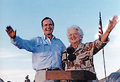 United States President George H.W. Bush and first lady Barbara Bush visit US military personnel on Thanksgiving in Saudi Arabia on November 22, 1990.<br /> Mandatory Credit: Ed Bailey / DoD via CNP