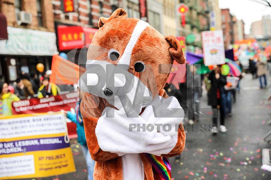 """NOVA YORK, EUA, 25.02.2018 - CHINES-EUA - O desfile do Ano Novo Lunar é realizado em Chinatown na cidade de Nova York, nos Estados Unidos neste domingo, 25. 2018 é o """"Ano do Cachorro"""" de acordo com o sistema chinês do zodíaco dos doze animais. (Foto: William Volcov/Brazil Photo Press)"""