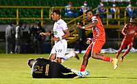 TUNJA- COLOMBIA, 13-04-2021:Edgardo Rito de Patriotas Boyacá disputa el balón con Pedro Valoyes del Once Caldas durante partido por la fecha 18 entre  Patriotas Boyacá y Once Caldas  como parte de la Liga BetPlay DIMAYOR 2021 jugado en el estadio  La Independencia  de la ciudad de Tunja / Edgardo Rito of Patriotas Boyaca vies for the ball with Pedro Valoyes of Once Caldas during match for the date 18  between Patriotas Boyaca  and Once Caldas as a part BetPlay DIMAYOR League I 2020 played at La Independencia stadium in Tunja city. Photo: VizzorImage / Edward Leguizamon / Contribuidor