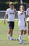 06.08.2010, USA, Los Angeles,  Real Madrid players attend a clinic with children. Sergio Canales...Photo: Santiago /  nph
