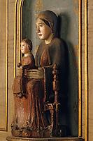 Europe/France/Auvergne/63/Puy-de-Dôme/Courpière: L'église - Détail vierge romane XIIème siècle