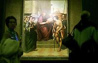"""Visitatori della mostra sul pittore Sebastiano Del Piombo ammirano l'olio su tela """"San Giovanni Crisostomo e santi"""" (1506-1508 circa) a Palazzo Venezia, Roma, 19 marzo 2008.. UPDATE IMAGES PRESS/Riccardo De Luca"""