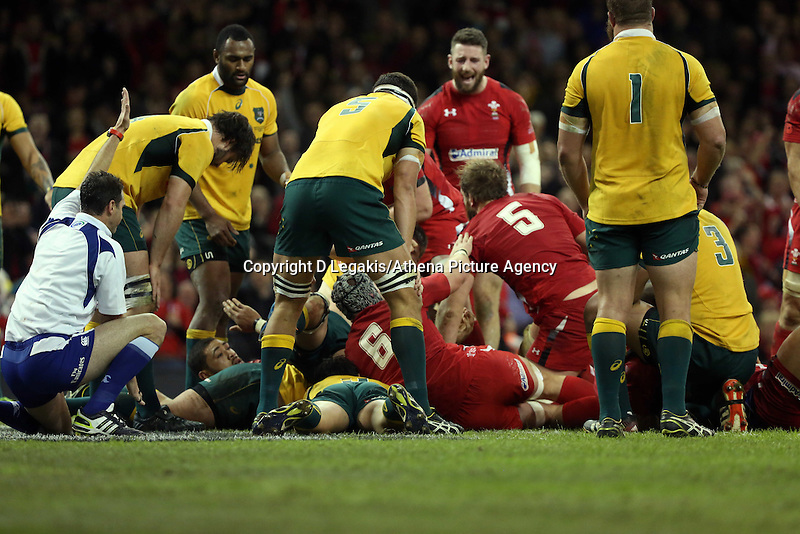 Pictured: Alun Wyn Jones of Wales (5) scores a try. Saturday 08 November 2014<br /> Re: Dove Men Series rugby, Wales v Australia at the Millennium Stadium, Cardiff, south Wales, UK.