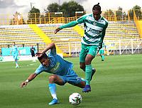BOGOTÁ - COLOMBIA, 22-10-2019:David Camacho (Der.) jugador de La Equidad  disputa el balón con Juan Silgado  (Izq.) jugador de Jaguares de Córdoba durante partido por la fecha 19 de la Liga Águila II 2019 jugado en el estadio Metropolitano de Techo de la ciudad de Bogotá. /David Camacho (R) player of La Equidad fights the ball  against of Juan Silgado (L) player of Jaguares de Cordoba  during the match for the date 19th of the Liga Aguila II 2019 played at the Metropolitano de Techo  stadium in Bogota city. Photo: VizzorImage / Felipe Caicedo / Staff.