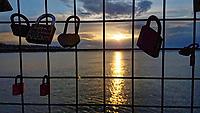 Pictured: Sunset as seen from padlocks left at Newhaven Lighthouse near Edinburgh.<br /> Re: Edinburgh, Scotland, UK. 06 April 2018