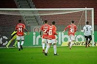 PORTO ALEGRE, RS, 10.06.2021 - INTERNACIONAL - VITORIA - O jogador Samuel, da equipe do Vitória, comemora  o seu gol, na partida entre Internacional e Vitória, válida pela Copa do Brasil 2021, no estádio Beira Rio, em Porto Alegre, nesta quinta-feira (10).