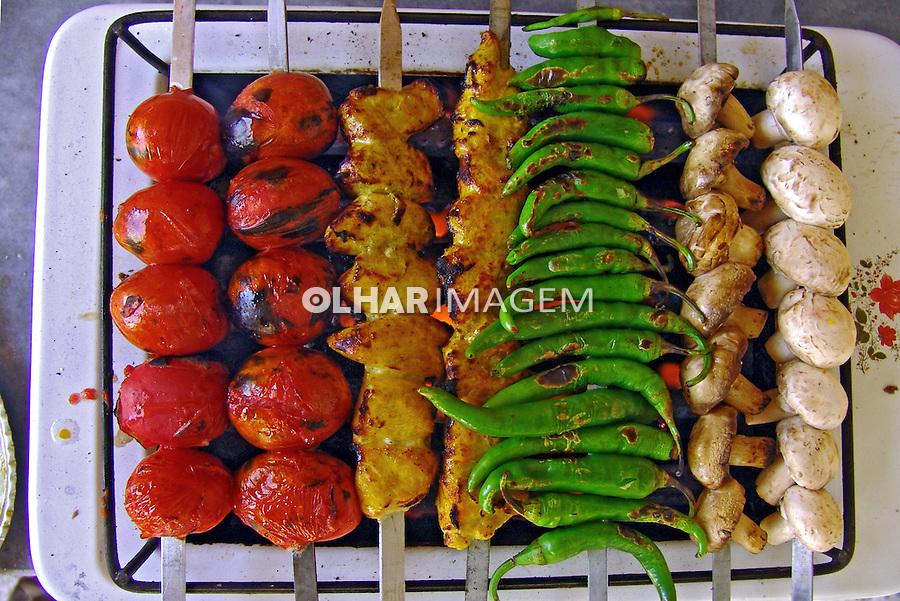 Alimentos. Prato típico, culinária iraniana. Kebab. Irã. Foto de Caio Vilela.