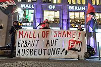 """Migrantische Bauarbeiter, welche beim Bau des neuen Luxus-Einkaufszentrum """"Mall of Berlin"""" unweit des Potdsamer Platz beschaeftigt waren, protestieren vor dem Eingang des Einkaufzentrum. Sie haben seit Monaten keinen Lohn fuer ihre Arbeit bekommen. Schriftliche Arbeitsvertraege waren ihnen verweigert worden und die Arbeitgeber """"Metatec-Fundus GmbH"""" aus Berlin und """"openmallmasters GmbH"""" aus Frankfurt/M. haben sie in Unterkuenften mit bis zu 16 Personen in 2-Zimmerwohnungen untergebracht. Dem Bauherren des Luxus-Einkaufszentrum """"Fettchenauer Controlling & Logistic GmbH"""" waren diese Zustaende angeblich bekannt und er soll sie stillschweigend geduldet haben, so die Arbeiter.<br /> 29.1.2015, Berlin<br /> Copyright: Christian-Ditsch.de<br /> [Inhaltsveraendernde Manipulation des Fotos nur nach ausdruecklicher Genehmigung des Fotografen. Vereinbarungen ueber Abtretung von Persoenlichkeitsrechten/Model Release der abgebildeten Person/Personen liegen nicht vor. NO MODEL RELEASE! Nur fuer Redaktionelle Zwecke. Don't publish without copyright Christian-Ditsch.de, Veroeffentlichung nur mit Fotografennennung, sowie gegen Honorar, MwSt. und Beleg. Konto: I N G - D i B a, IBAN DE58500105175400192269, BIC INGDDEFFXXX, Kontakt: post@christian-ditsch.de<br /> Bei der Bearbeitung der Dateiinformationen darf die Urheberkennzeichnung in den EXIF- und  IPTC-Daten nicht entfernt werden, diese sind in digitalen Medien nach §95c UrhG rechtlich geschuetzt. Der Urhebervermerk wird gemaess §13 UrhG verlangt.]"""
