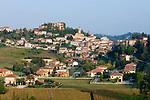 Italien, Piemont, Region Asti: Mombercelli | Italy, Piedmont, Asti region: Mombercelli town