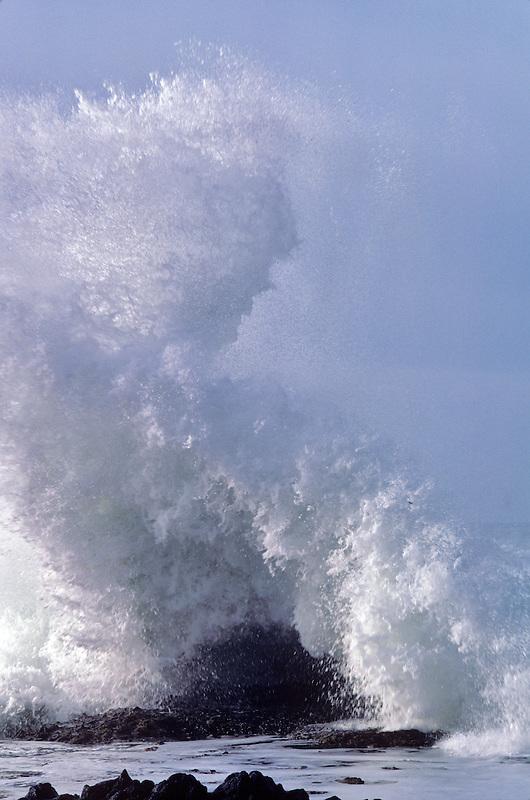 High waves during storm at Devils Churn, Oregon.