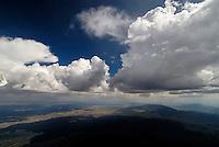 Ely Nevada: AMERIKA, VEREINIGTE STAATEN VON AMERIKA, NEVADA,  (AMERICA, UNITED STATES OF AMERICA), 23.07.2006: Landschaft im Tal von Ely, Nevada,  Cumulunimbus, Gewitterwolke, Schauer, Cumulus